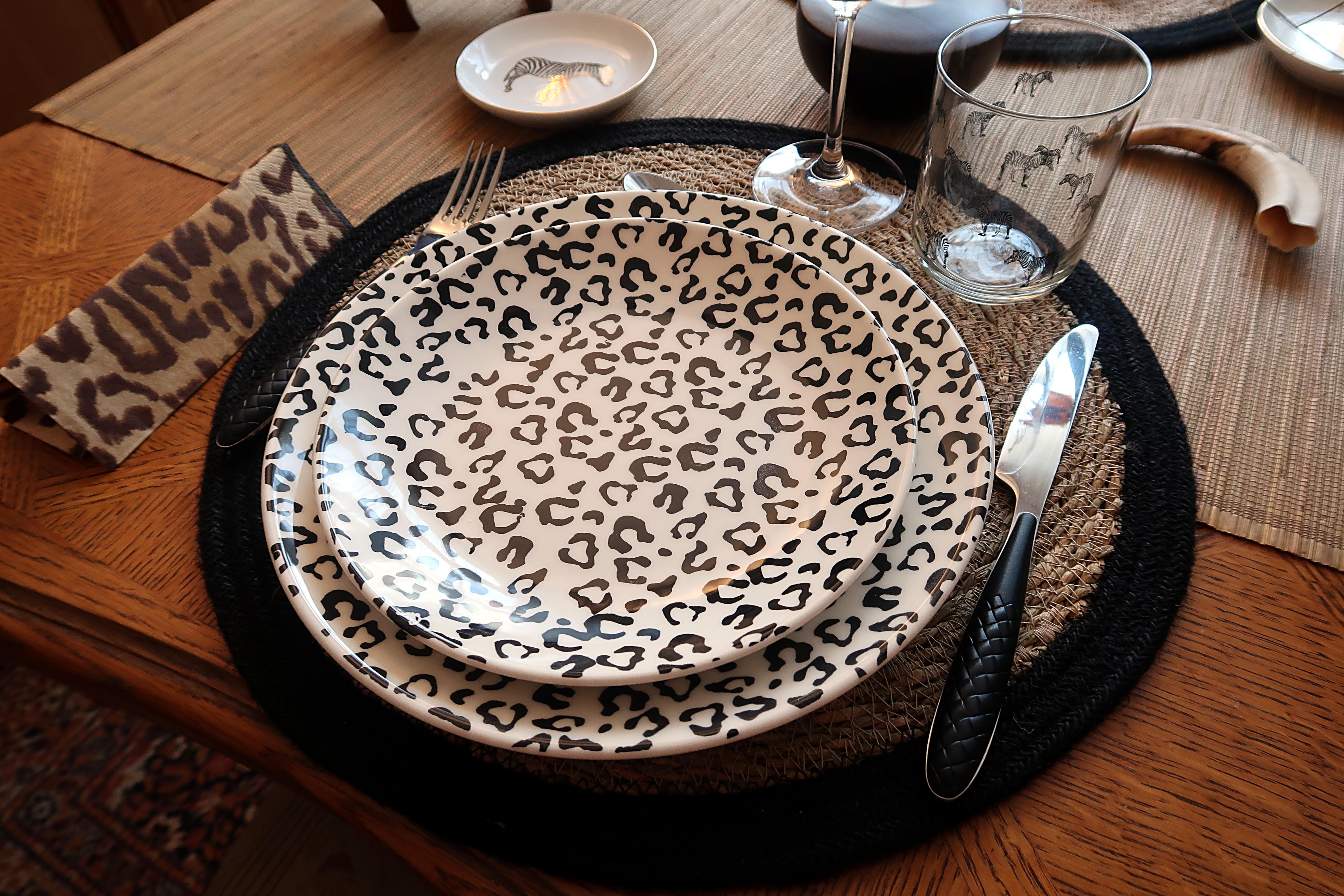 Voyage-Afrique-Assiette-léopard