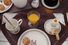 Petit-déjeuner-de-Pâques-Table